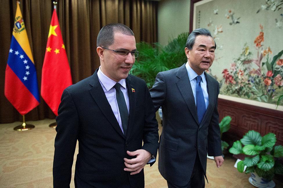 12月份,委內瑞拉外長阿雷亞薩出訪北京。