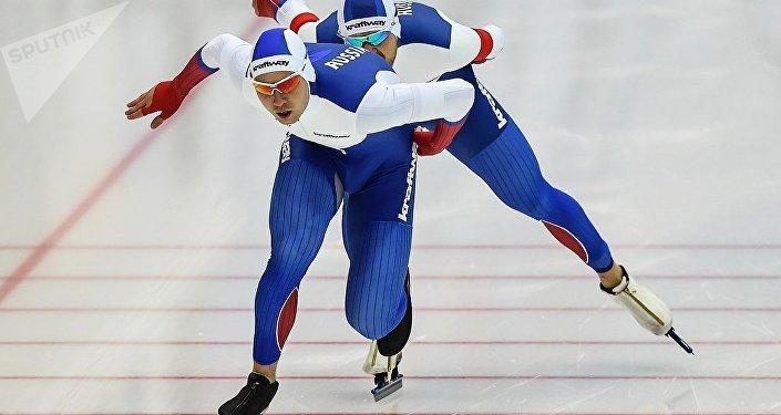 俄羅斯滑冰運動員傑尼斯•尤斯科夫(Denis Yuskov),巴維爾•庫里日尼科夫(Pavel Kulizhnikov),魯斯蘭•穆拉什科夫(Ruslan Murashov)
