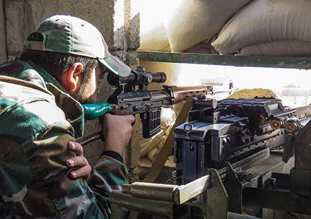 消息人士:叙军打破对大马士革近郊一军事基地的包围