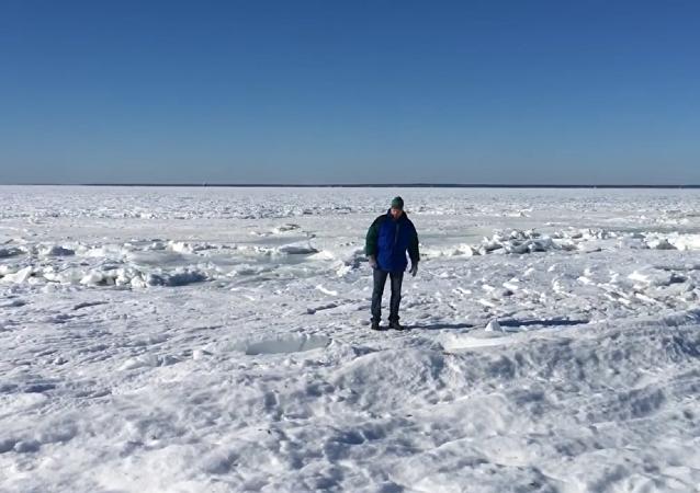 美國居民實拍「結冰」海洋