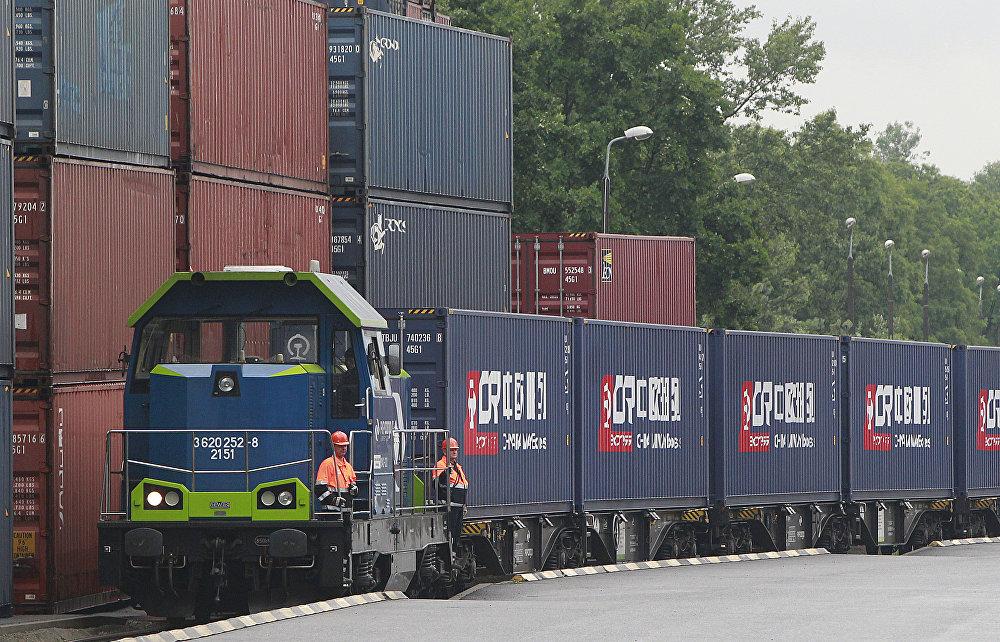 欧盟企图阻挠中国在希腊和中欧之间铺设高铁。此条线路连接比雷埃夫斯港和多瑙河,穿越塞尔维亚和布达佩斯。
