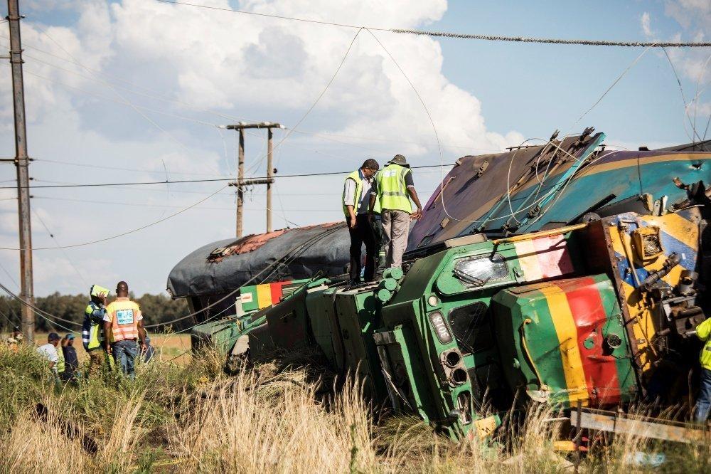 南非约翰内斯堡附近两辆旅客列车相撞