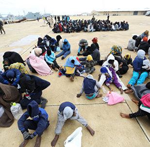 利比亚海岸警卫队救起300多名非法移民