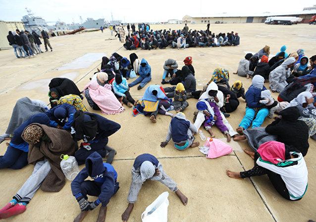 西班牙南部海岸救援部門發現近800移民