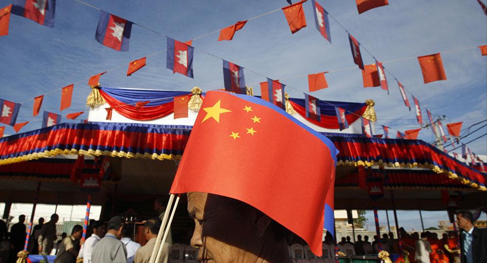 中國幫助大選年的柬埔寨
