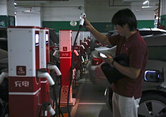 中国在电动汽车和电动汽车充电站使用方面将美国抛在身后