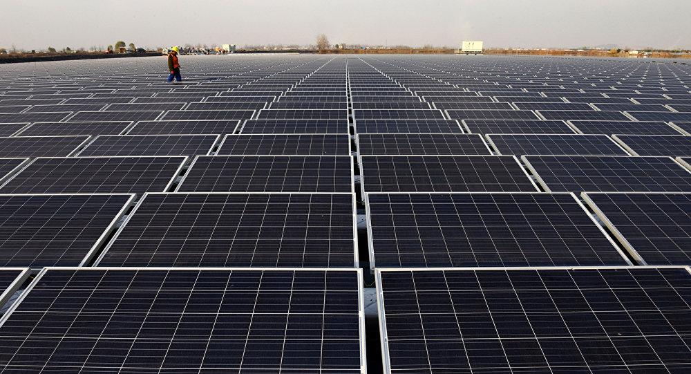 中国要生产光伏玻璃建造整栋建筑,把建筑物变成大型太阳能电池,实现自我供电。