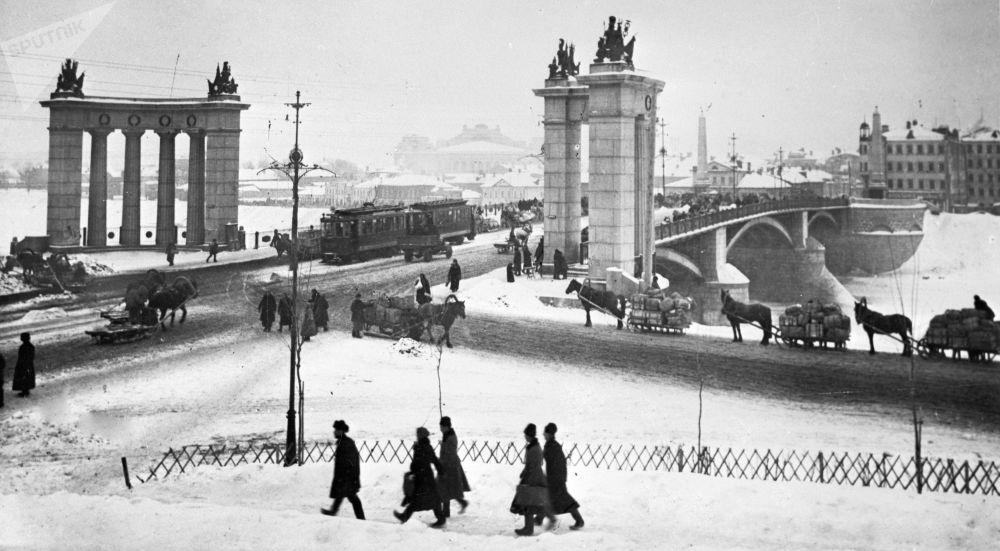 莫斯科博罗金诺大桥,1925年。