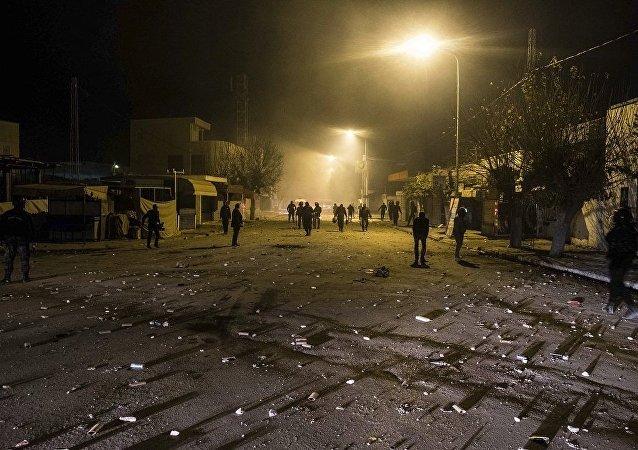 突尼斯内务部:近50名警察在抗议活动期间受伤