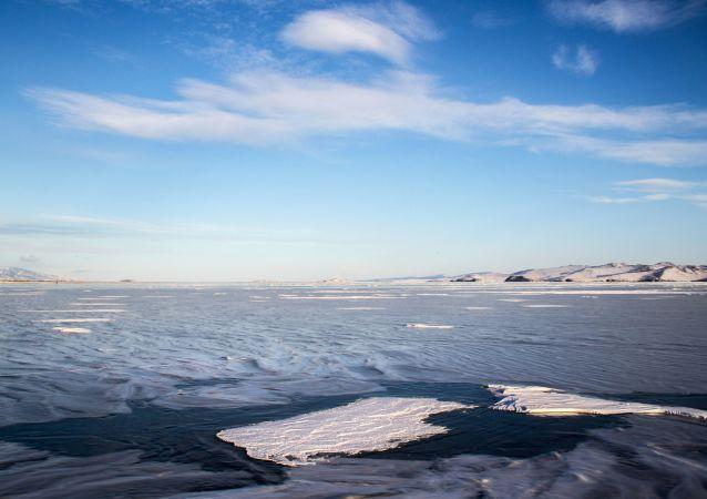 贝加尔湖畔火灾中失踪中国女游客的亲人抵达俄罗斯进行基因鉴定比对