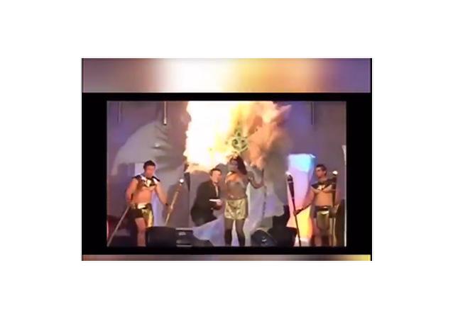 拉丁美洲美女「被燒著」的視頻被拍下
