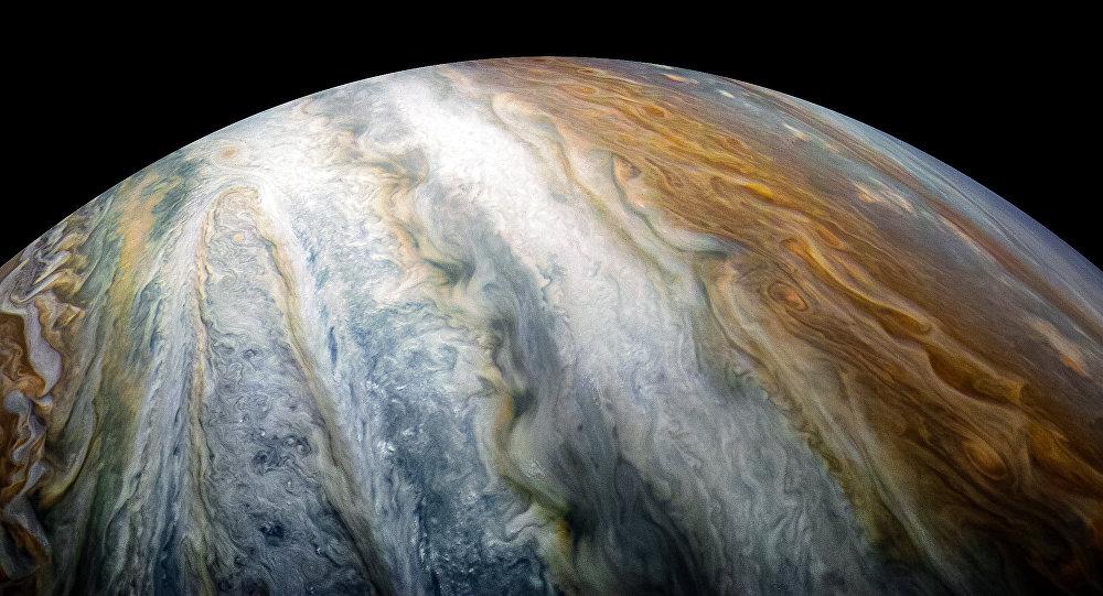 美國「Juno」探測器拍攝下環繞在木星南極的木星雲