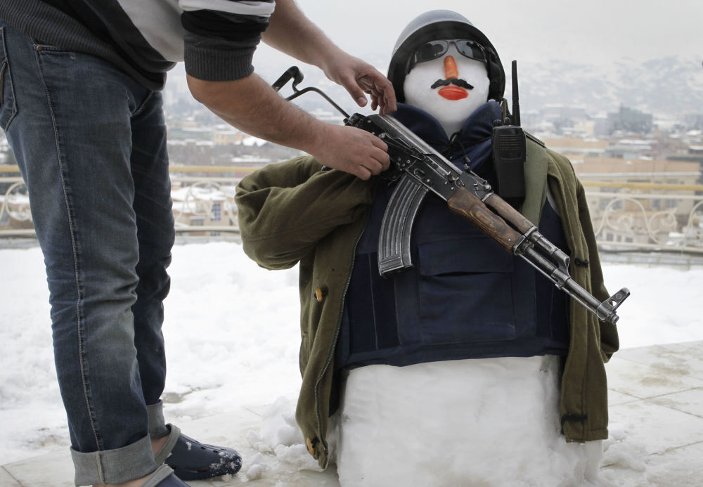 阿富汗一个全副武装的雪人