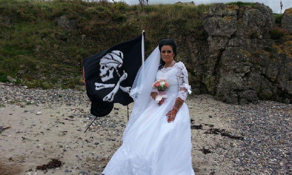 一名英国女子嫁给了加勒比海盗的鬼魂