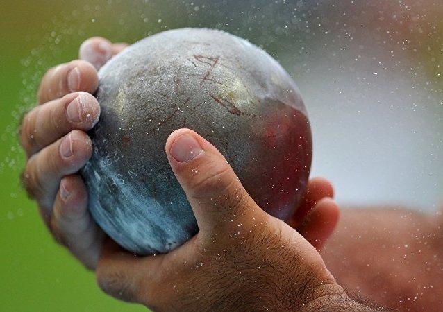 在捷克的田徑比賽中一名裁判被鉛球砸死