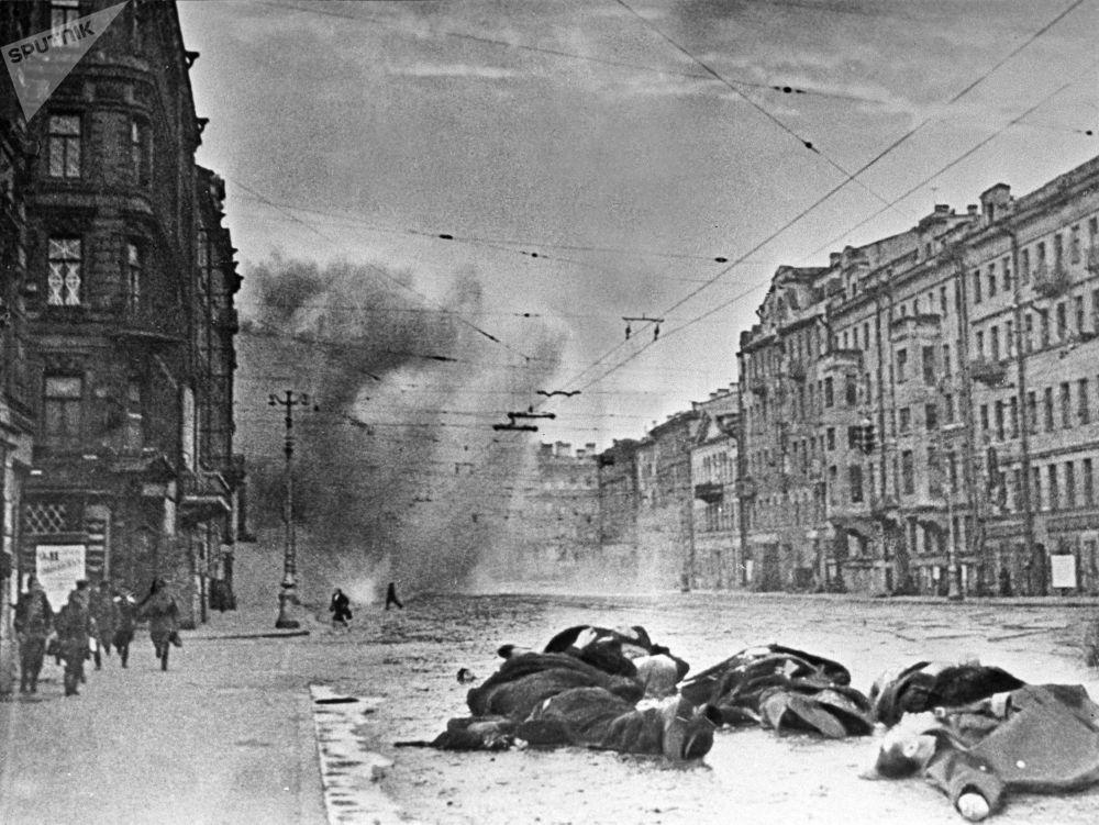 受到德國炮兵轟炸後的涅瓦大街