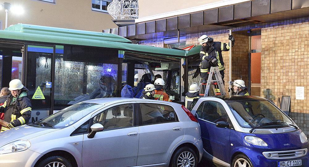 德国一辆校车发生交通事故