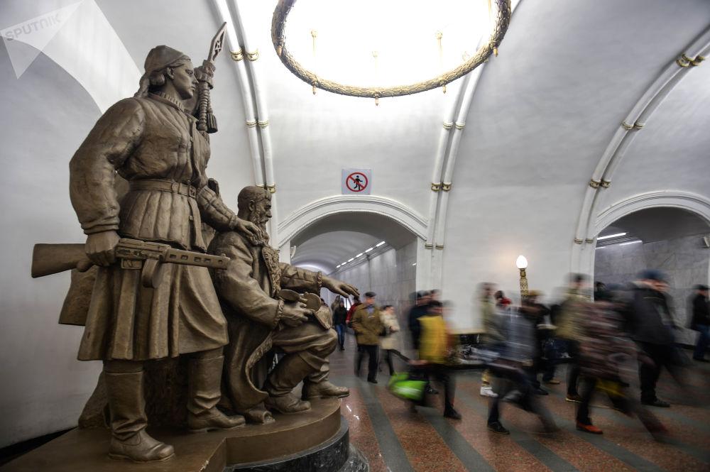 莫斯科地铁的美丽和奢华
