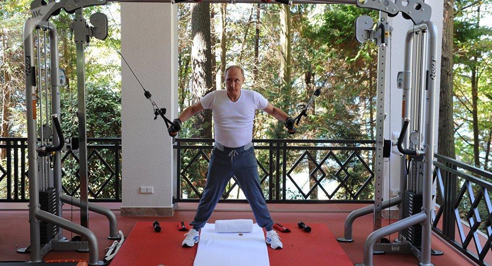 俄总统新闻秘书:普京身体可能比很多人都强壮