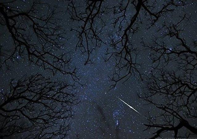 俄罗斯克拉斯诺亚尔斯克有居民称在空中看到发光球体