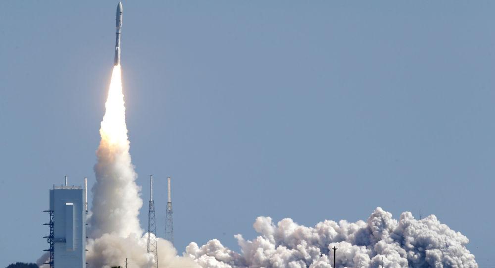 美國「宇宙神-5」火箭從卡納維拉爾角發射升空