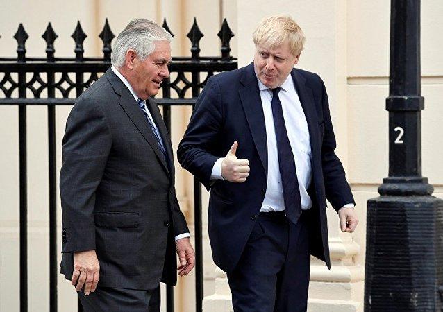 美國國務卿與英國外長就國際熱點問題進行討論