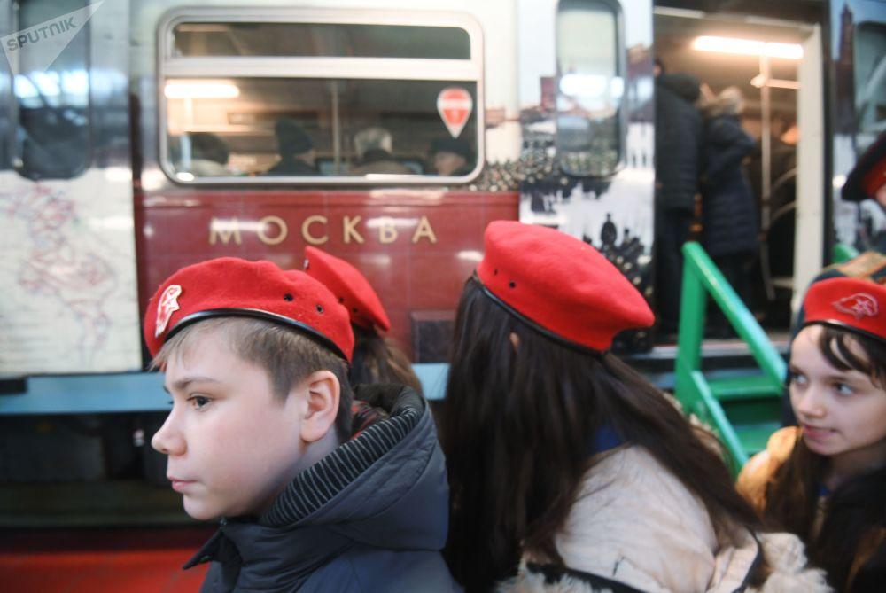 首辆伟大卫国战争胜利主题列车于2015年启用,庆祝战争胜利70周年。