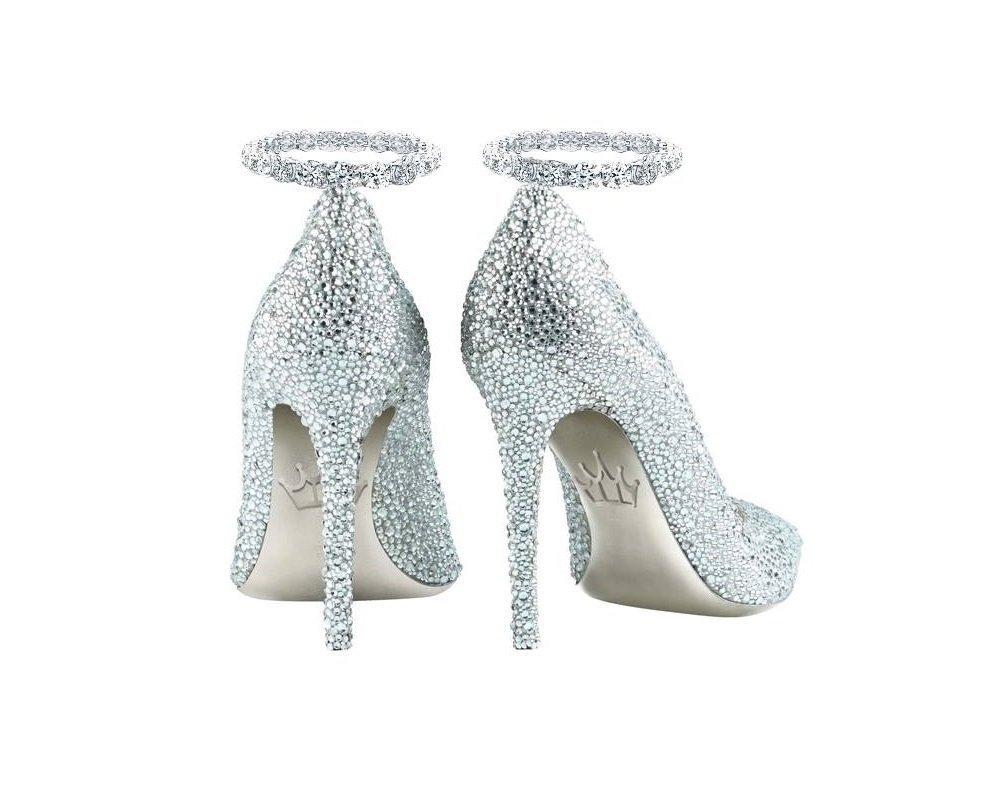 在迪拜已經開始展示並出售鑲有鑽石的船鞋。