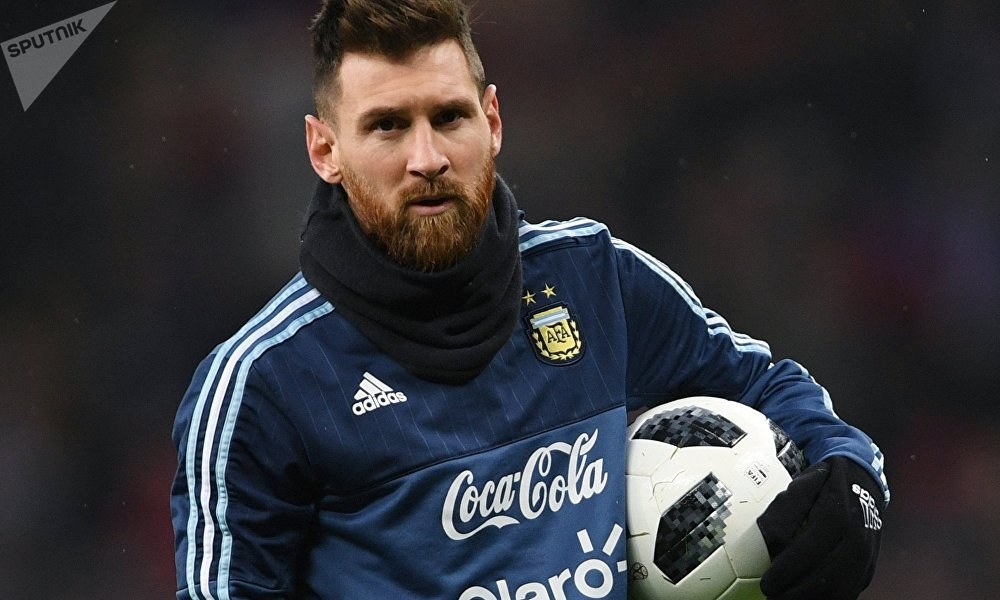 2018年世界杯官方用球发布仪式在莫斯科举行,五次获得最佳球员的梅西领衔众星现身。