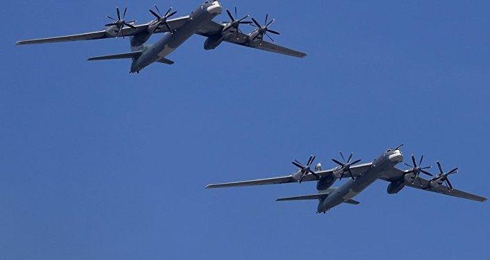 俄图-95轰炸机