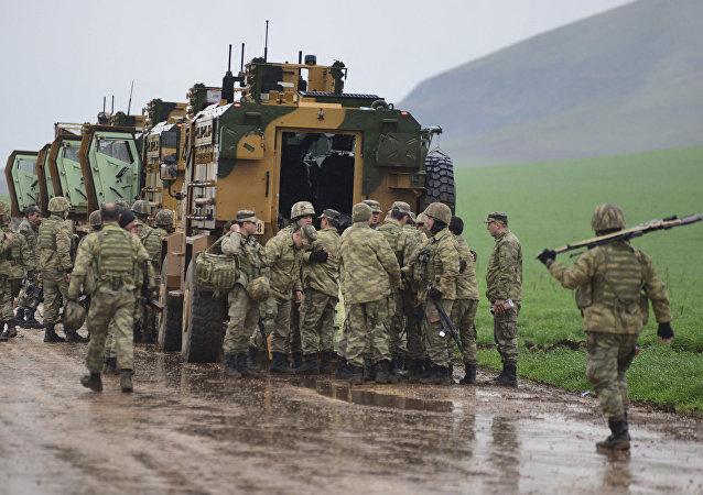 土耳其向敘利亞邊境集結軍隊和重型設備
