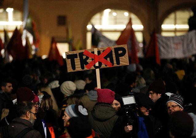 瑞士蘇黎世千人大遊行 反對特朗普前往達沃斯論壇
