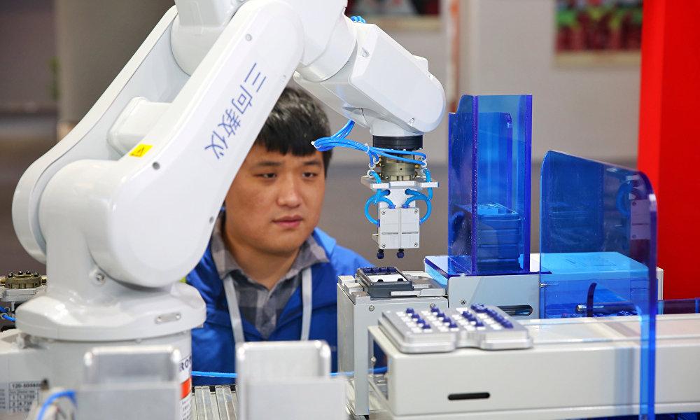 根据该规划,中国人工智能领域到2020年前将聚集228亿美元的资金,到2025年前,将跃居世界第一,资本额将达600亿美元,到2030年前,将高达1500亿美元。
