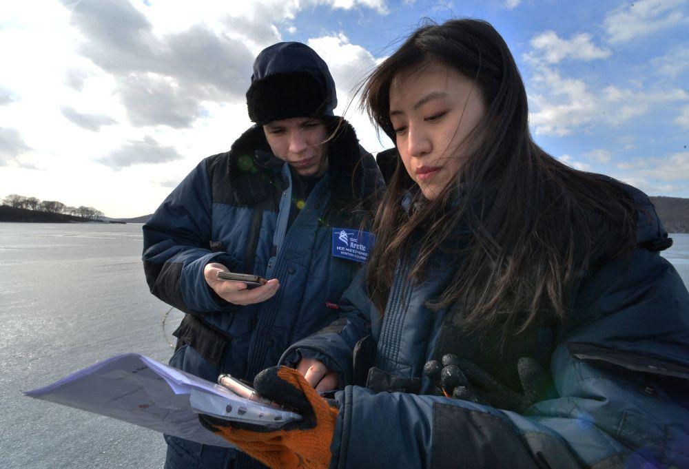 滨海边疆区国际冰上运动学校的大学生们