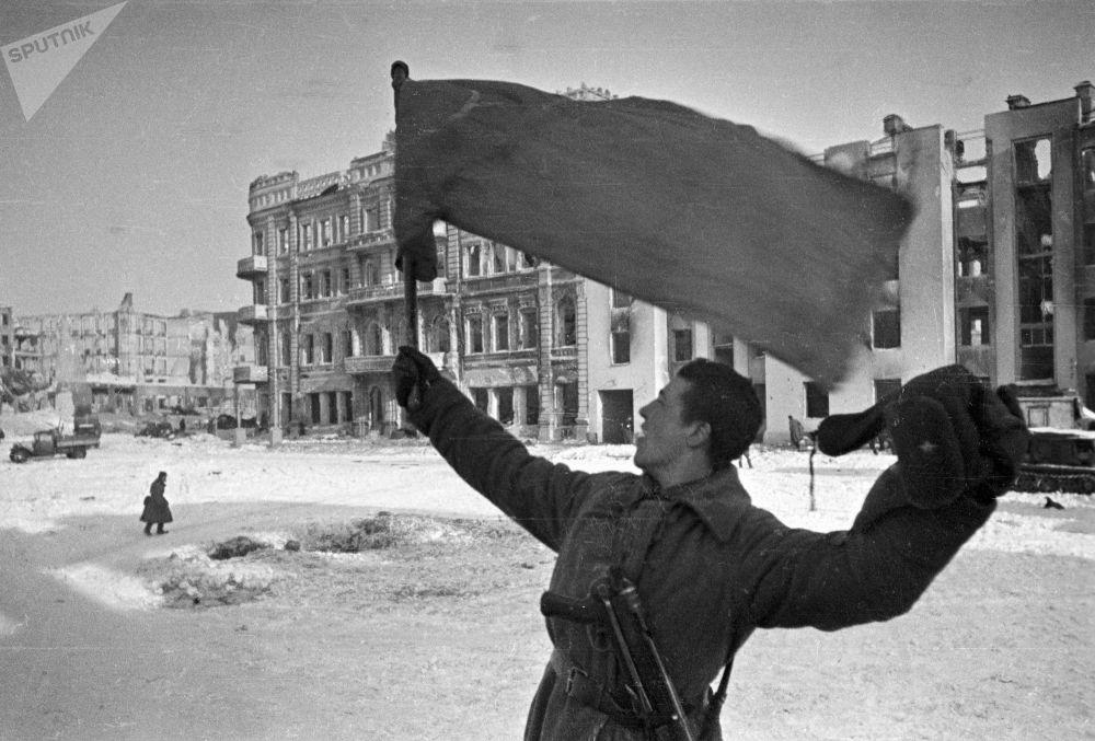 """斯大林格勒,1943年1月31日,""""城市解放了!"""""""