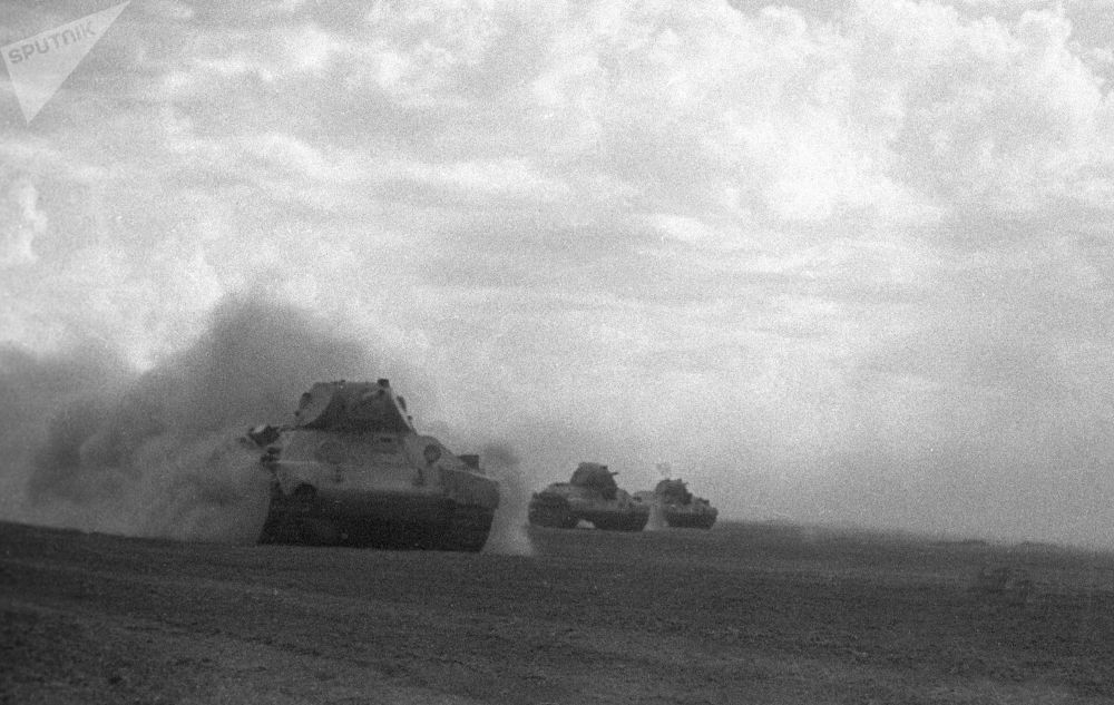 在斯大林格勒附近进攻的苏军坦克,1942年