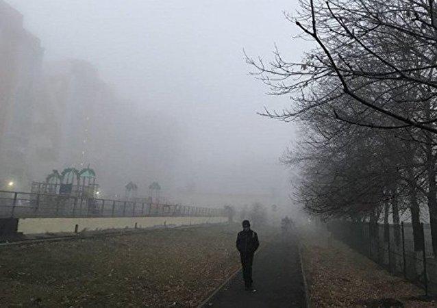 俄罗斯克麦罗沃遭遇重度雾霾锁城