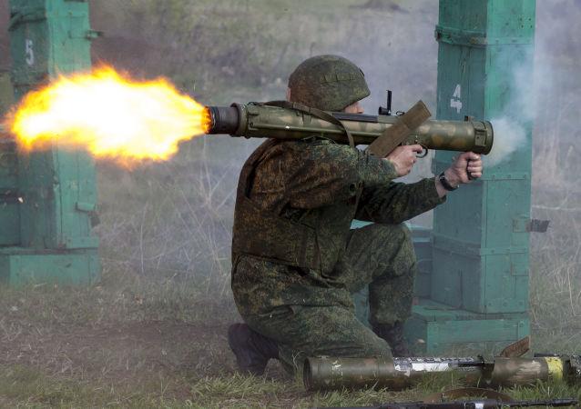 顿涅茨克人民共和国国防部大楼遭火箭弹炮击