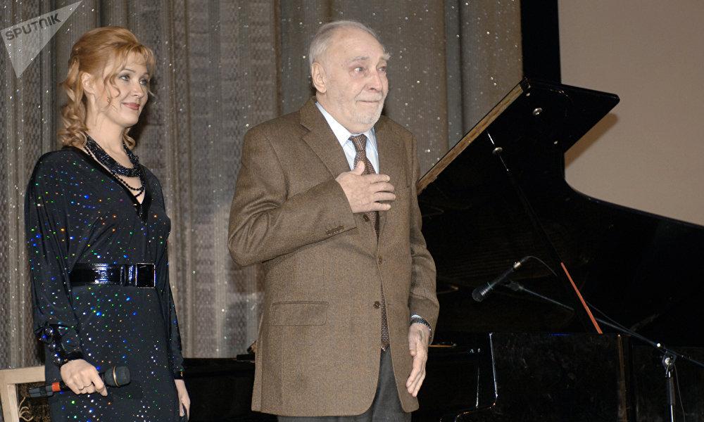 维亚切斯拉夫·吉洪诺夫与他的女儿 安娜·吉洪诺娃