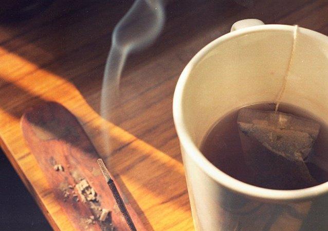 科學家:煙民和酒友喝熱茶更易患食道癌