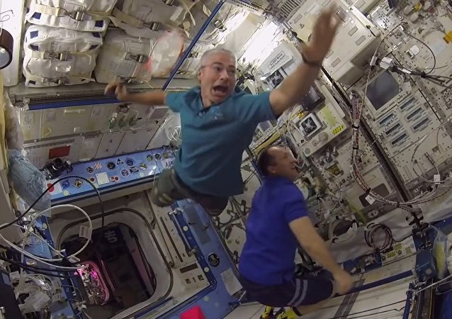 宇航員們首次國際空間站進行羽毛球比賽