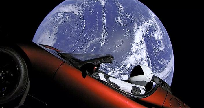 「獵鷹重型」火箭所載特斯拉跑車開始向小行星帶移動
