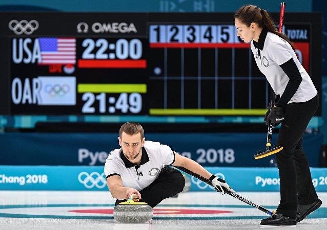 俄羅斯冰壺運動員阿納斯塔西婭·佈雷茲加洛娃和亞歷山大·克魯舍利尼茨基