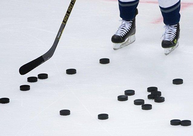 朝鮮冰球運動員帶著過時的木制冰球棍參加平昌冬奧會
