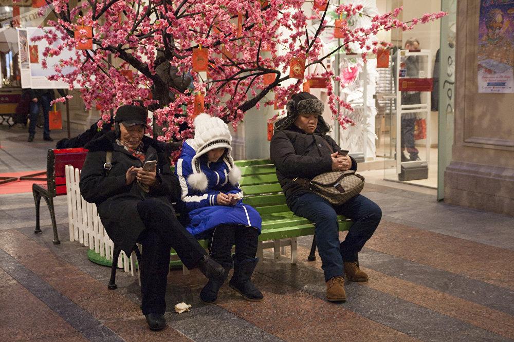 古姆商场喜迎中国新年活动上的中国游客