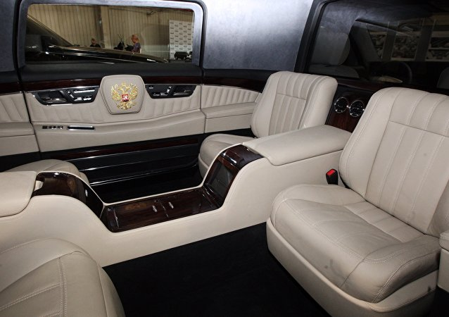 普京乘坐新总统座驾前往克宫参加就职典礼