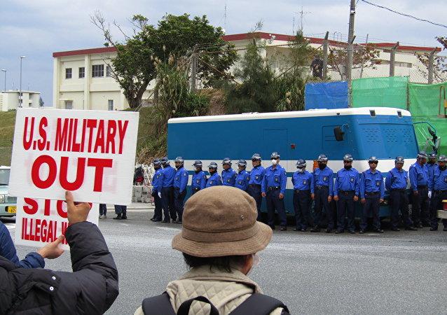 冲绳居民抗议建设美军基地机场