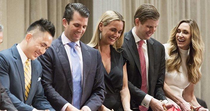 从左往右:美国总统特朗普之子小特朗普的妻子凡妮莎·特朗普