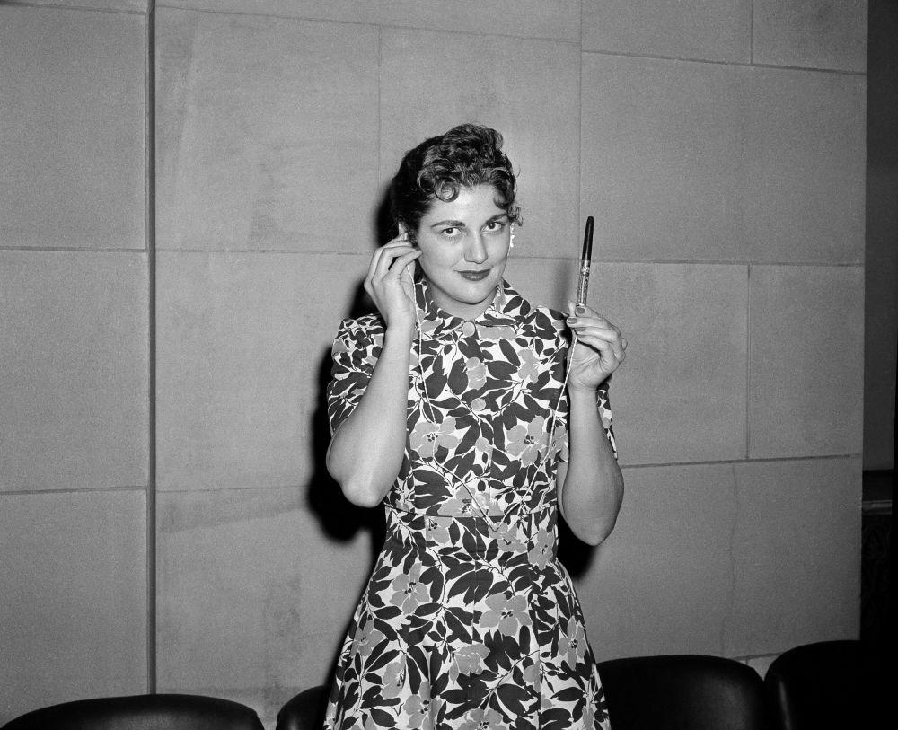 1946年2月13日,「聯合國電台」開播,電台設在聯合國總部。