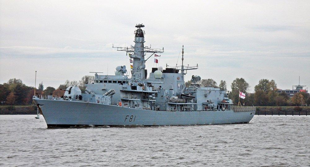 中國殲20和蘇35在南海等候英國護衛艦